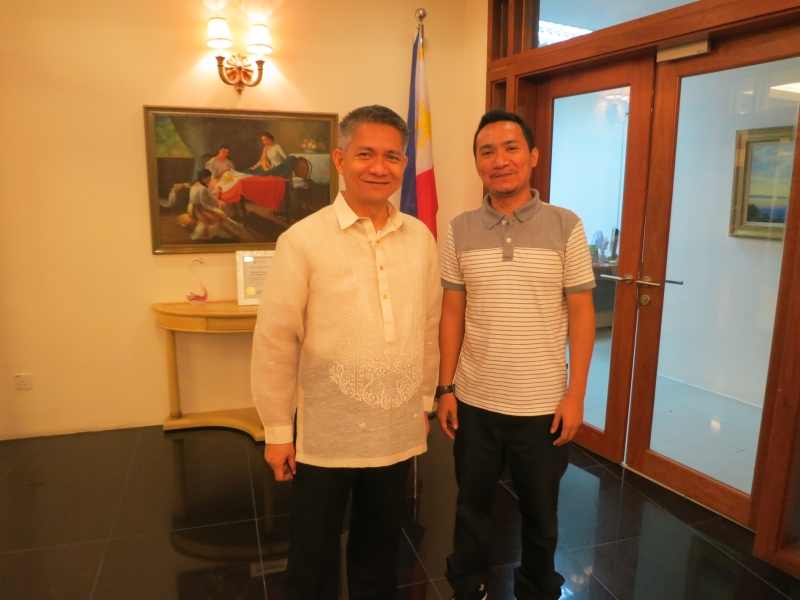 Whooop with the Filipino Ambassador
